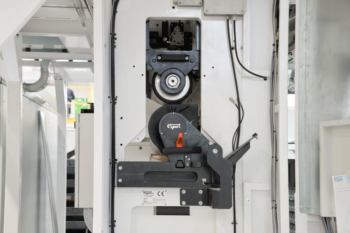 Primer coating unit